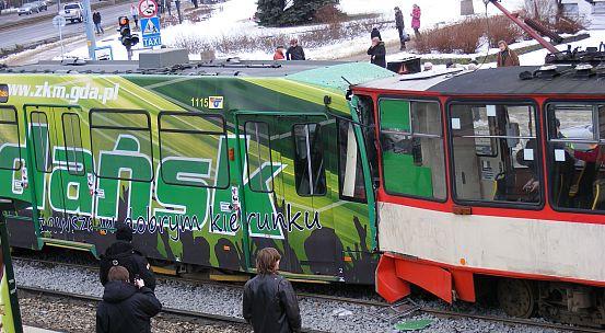 Na skrzyżowaniu al. Grunwaldzkiej i ul. Wojska Polskiego doszło do zderzenia tramwajów. W wypadku rannych zostało 20-stu pasażerów.