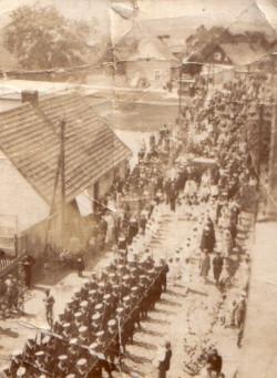 Uroczysta procesja ulicami Oksywia.