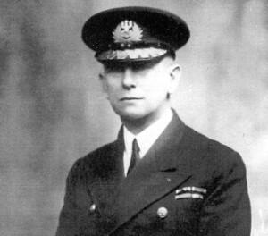 Admirał Jerzy Świrski zakazał załogom okrętów internowanych Szwecji prób ucieczki.