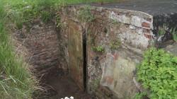 Wejście do jednej z ocalałych piwnic browaru. Być może w przyszłości powstanie w niej niewielka strzelnica.