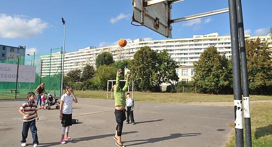 Czy  amatorzy koszykówki skazani są na rywalizację tylko na szkolnym boisku?