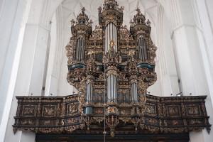 Instrument kościoła NMP w Gdańsku, który został poświęcony w roku 1985, stanowi nawiązanie do barokowych organów, jakie znajdowały się w gdańskim kościele św. Jana.