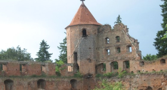 Ruiny zamku w Szymbarku koło Iławy.