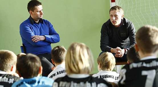 W styczniu młodzi piłkarze KS Olivia mieli możliwość porozmawiać z gwiazdą reprezentacji Polski Rafałem Murawskim. Teraz po raz kolejny obejrzą w akcji Argentyńczyków.