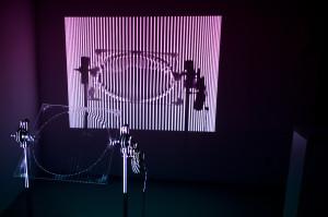 """Praca graficzna Mateusza Ząbka z ASP w Katowicach """"Systemy dualne"""" otrzymała Nagrodę Prezydenta Miasta Gdańska. Praca pokazywana jest w Gdańskiej Galerii Miejskiej."""