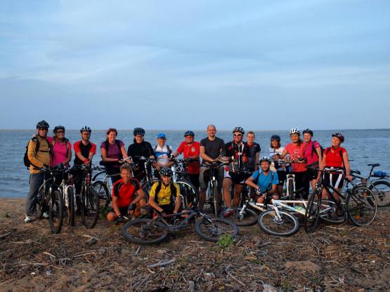 Jak na kameralną wycieczkę rowerową w tygodniu po pracy, to jest nas całkiem spora grupka