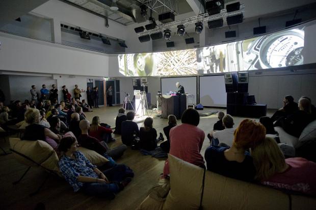 Na festiwalu OSA muzyka spotyka się z multimediami.