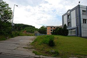 Tam, gdzie ponad 60 lat temu stracono nazistowskich zbrodniarzy, stoi dziś biurowiec i niedokończony budynek mieszkalny.