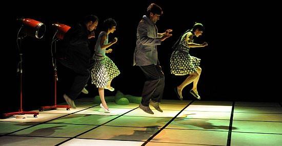 """""""Czerwona trawa"""" Teatru Dada von Bzdülöw należało do najciekawszych wydarzeń tegorocznego Wybrzeża Sztuki."""