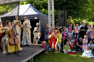 Wydarzenia w Parku Oliwskim wystartują w środę. W czwartek i piątek o godz. 16.30 na polanie za Starą Wozownią odbędą się specjalne spotkania z muzyką Mozarta adresowane do najmłodszych.