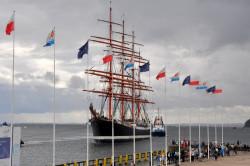 Rosyjski kolos, czteromasztowy bark Sedov, wpłynął do gdyńskiego portu w czwartek w akompaniamencie morskich syren.