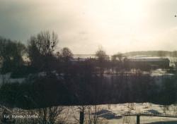 Majątek Rębowo zimą. Zdjęcie pochodzi z 1990 roku.