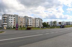 Nowa zabudowa wzdłuż ul. Jabłoniowej, która na tym odcinku będzie docelowo poszerzona o drugą jezdnię i torowisko tramwajowe.