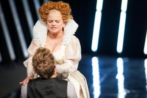 Tym razem Kolak ma wyśmienite towarzystwo w postaci Katarzyny Figury, której Elżbieta I jest zdecydowanie najlepszą i najciekawszą rolą w Teatrze Wybrzeże.