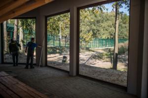 W piątek trwały w lwiarni ostatnie prace przygotowawcze przed przyjazdem nowych lokatorów.