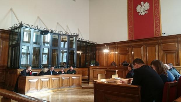 Piątkowa rozprawa musiała zostać przerwana, aby sąd mógł udać się na naradę w sprawie kolejnych wniosków złożonych przez głównego oskarżonego.