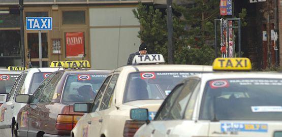 Taksówką do Warszawy: czy to się może opłacać?