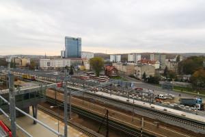 Widok z najwyższej kondygnacji parkingowej na Wrzeszcz. Bariery, które pojawią się tutaj, mają nadal pozwalać na podziwianie panoramy miasta.