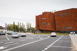 Budynek ECS-u oraz ul. Nowomiejska to tereny należące do miasta. Na Młodym Mieście i w bezpośrednim sąsiedztwie jest jeszcze kilka działek miejskich, ale w większości są to grunty przeznaczone na drogi.