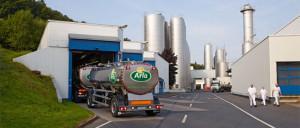 Arla Foods jest spółdzielnią mleczarską skupiającą 13,5 tys. rolników, zatrudniającą ponad 18 tys. pracowników na całym świecie.