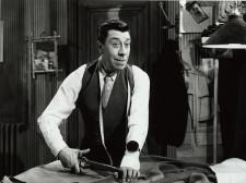 """Kadr z filmu """"Damski krawiec"""", reż. Jean Boyer, 1956 rok."""