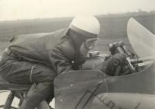 Polski motocyklista podczas próby pobicia rekordu prędkości.