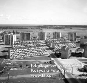 Budynek przy ul. Śląskiej 68 uznawany jest za pierwszy na Przymorzu. Widoczny jest na pierwszym planie, w prawej części fotografii z 1964 r.
