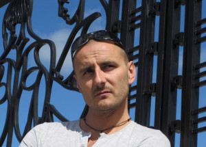 Mateusz Brzeziński po siedmiu latach grania w musicalach w Europie i Australii wrócił do ukochanej Gdyni.