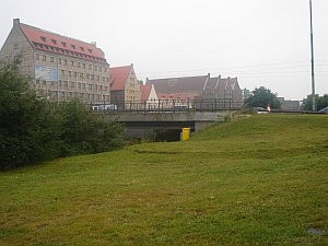 Zbudowany na niewielkim skwerze przy Podwalu Przedmiejskim pomnik Fahrenheita będzie witał wjeżdżających do Śródmieścia Gdańska.