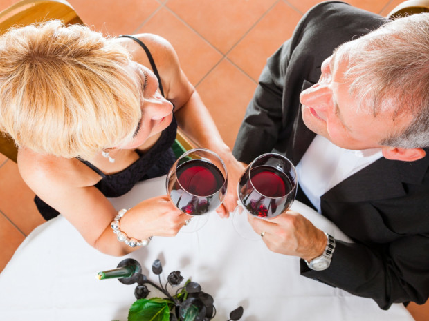 Wino stało się afrodyzjakiem już w czasach starożytnych. Bez względu na to, jak spędzimy walentynkowy wieczór, warto pamiętać o lampce dobrego caberneta.
