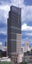 Warszawa: Warsaw Trade Tower   Najwyższy współczesny budynek w Polsce, jego wysokość całkowita wynosi 208 m. Budowę, która trwała 29 miesięcy, zakończono w listopadzie 1999 r.Projekt: MWH-Architekci – ci sami, którzy zaprojektowali budynek Hossy.