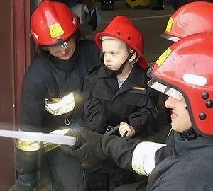 Dzisiaj spełniło się marzenie 5-letniego Dawida. Przez jeden dzień był prawdziwym strażakiem.