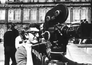 Takich kamer używali operatorzy pod koniec lat 70. Na zdjęciu kamerzysta Telewizji Polskiej, Jerzy Augustynski pod Zieloną Bramą w Gdańsku.