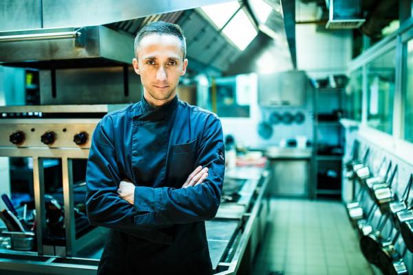 """Łukasz Cegłowski, szef kuchni w restauracji Dworu Oliwskiego, wraca pamięcią do śniadania wielkanocnego, które przygotowywała jego babcia. """"Tego smaku nawet ja nie potrafię powtórzyć..."""""""