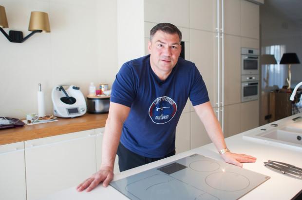 W kuchni Dariusza Michalczewskiego od czasu do czasu gotują najlepsi szefowie kuchni.