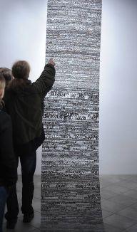 Praca Katarzyny Józefowicz w całości wykonana z wyrazów wyciętych z gazet