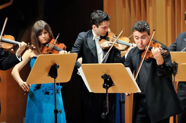 Maxim Vengerov jest nie tylko wybitnym wirtuozem i dyrygentem, ale również znakomitym pedagogiem. Od lat prowadzi kursy mistrzowskie, zasiada w jury prestiżowych konkursów, koncertuje wspólnie z utalentowanymi młodymi muzykami. W piątek 12 czerwca o godz. 19 wystąpi w Filharmonii Bałtyckiej podczas Zakończenia Sezonu Artystycznego.