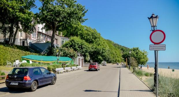 Końcowy odcinek ul. Orłowskiej na początku czerwca bywa miejscem przyjaznym dla spacerowiczów. Zmienia się to w trakcie weekendów oraz wraz z rozpoczęciem wakacji.