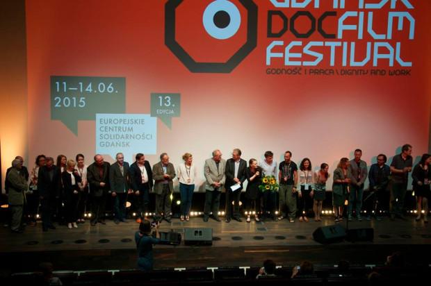 """Na 13. Gdańsk DocFilm Festivalu zaprezentowano 28 filmów. Za najlepszy uznano """"Deep Love"""" (zdjęcie z gali wręczenia nagród)."""