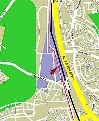 Droga Różowa stanowi alternatywę dla al. Zwycięstwa. Łączy centrum Gdyni z Orłowem.