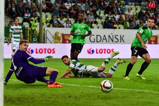 Thomas von Heesen próbuje podnieść piłkarzy Lechii na wyższy poziom pod wieloma względami. Na zdjęciu Grzegorz Kuświk, który w biało-zielonych barwach gola jeszcze nie strzelił.