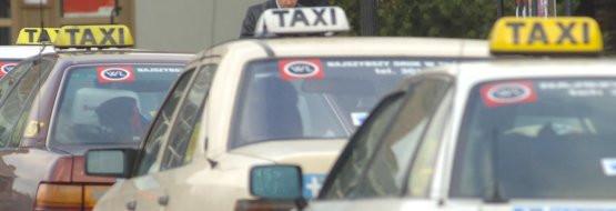 Od nowego roku warto się będzie zapytać taksówkarza, ile życzy sobie za kilometr jazdy i wejście do taksówki. Wraz z uwolnieniem cen być może wreszcie zacznie się konkurencja między korporacjami.