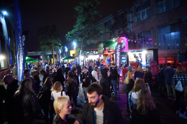 Miasteczko festiwalowe zorganizowano w stoczniowej uliczce.
