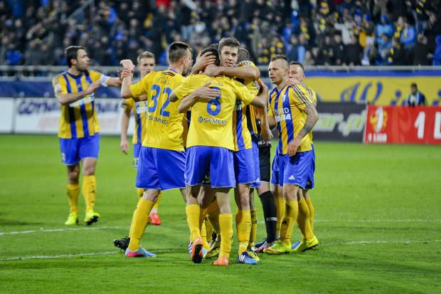 Piłkarze Arki w tym sezonie już w czterech meczach I ligi i w jednym Pucharu Polski, w których cieszyli się z prowadzenia 1:0, schodzili z boiska z remisem bądź porażką.