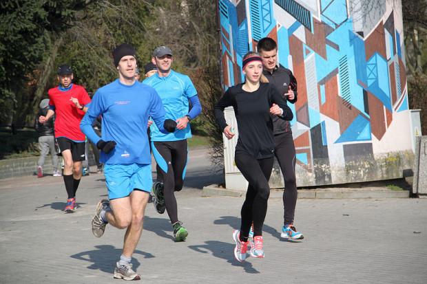 Oprócz cotygodniowych bezpłatnych biegów parkrun w Gdańsku i w Gdyni, w najbliższy weekend będą dodatkowe okazje, by bezpłatnie potrenować z innymi amatorami sportu.