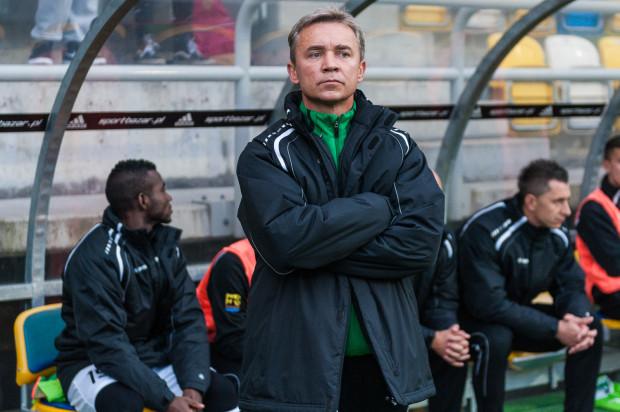 """Mirosław Smyła liczy, że porażka w Gdyni stanie się """"gongiem"""", który przebudzi Rozwój. Jego piłkarze w sobotę pokazali, że w piłkę grają z pewnością lepiej niż wskazuje na to miejsce w tabeli."""