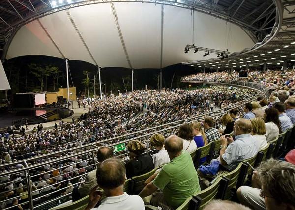Opera Leśna w Sopocie. Niektórzy mówią, że zbudowano ją, by kuracjusze z Sopotu mogli słuchać muzyki Wagnera, ale my wiemy, że jej korzenie są zupełnie inne...