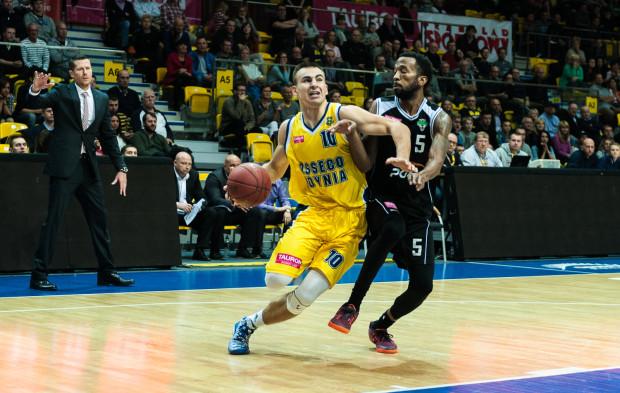 Przemysław Żołnierewicz pokazuje, że w tym sezonie będzie grał więcej z piłką i śmielej wchodził pod kosza. Jego forma także przekłada się na dobry początek sezonu Asseco.