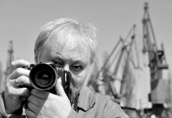 Maciej Mazur - fotograf, konstruktor miniaturowych aparatów.