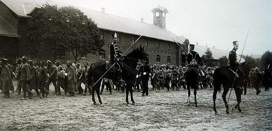 Na początku XX wieku w Gdańsku stacjonowało 1400 huzarów. To dla nich powstały koszary we Wrzeszczu.